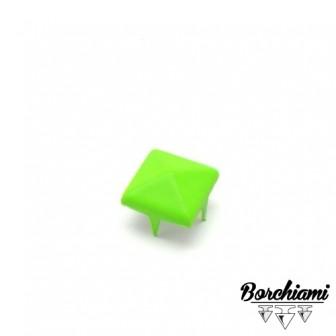 Borchia Piramide Fluo (10x10mm) Alette